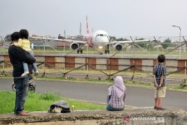 Bandara Husein Bandung hentikan sementara penerbangan internasional