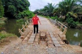 Sejumlah jalan dan jembatan di Jelimpo rusak, aktifitas masyarakat terganggu