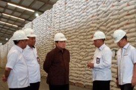 Menteri BUMN  sebut stok beras aman sampai Lebaran