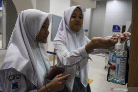 Cegah Corona LRT Sediakan Hand Sanitizer Di Setiap Stasiun Page 1 Small