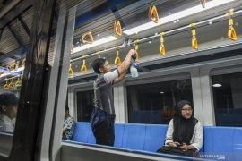 Cegah Corona LRT Sediakan Hand Sanitizer Di Setiap Stasiun Page 3 Small