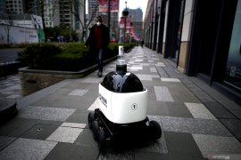 Siswa Taiwan perangi virus corona dengan robot disinfektan otomatis