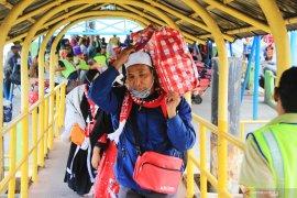 Sebanyak 18.589 jamaah umrah dipulangkan bertahap ke Tanah Air