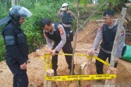 Polres Sukabumi menutup belasan tambang emas ilegal di Simpenan