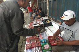 Pedagang batu akik Pasar Rangkasbitung kembali ramai