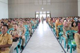 Bupati Haryanti ikut hadiri kegiatan pembinaan mental pegawai