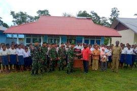 TNI bantu genset untuk kelancaran belajar siswa SMP perbatasan di RI-PNG