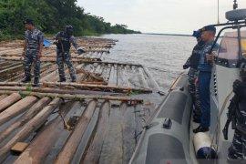 Lanal Banjarmasin amankan 1.400 batang kayu tanpa dokumen