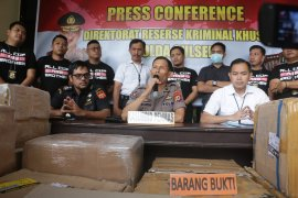 Polisi ungkap kasus distributor Alkes di Makassar timbun masker dan antiseptik