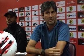 Pelatih Stefano ingatkan pemain Bali United soal berat badan