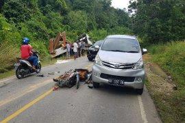 Seorang petani tewas di TKP usai ditabrak truk bermuatan alat berat