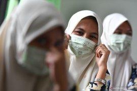 Masker untuk orang sakit, yang sehat cuci tangan