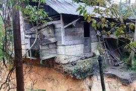 6 rumah terancam amblas, warga minta perhatian Pemkab Tapsel
