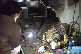 BPBD: Tiga rumah rusak akibat longsor dan tertimpa pohon di Garut