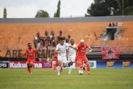 Pelatih Borneo FC  Edson Tavares minta  Persela  tak dipandang sebelah mata Persela