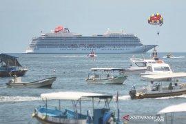 """Kapal pesiar """"Viking Sun"""" berlabuh di Benoa-Bali setelah pengecekan COVID-19"""