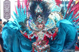 2020 Banjarmasin Sasirangan Festival enlivened with Jember Fashion carnaval