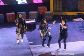 Penampilan Band Kotak Feat Melly Mono