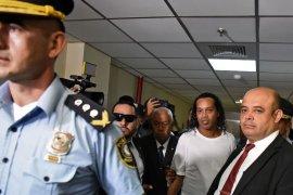 Kasus paspor palsu, Hakim Paraguay perintahkan Ronaldinho tetap di bui