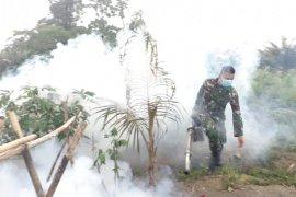 Yonif 713/Gorontalo fogging cegah DBD di pos pengamanan Papua