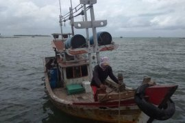 Cuaca buruk, nelayan Lebak tidak berani melaut