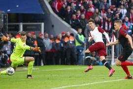 Pukul Augsburg, Bayern kokoh di pucuk klasemen