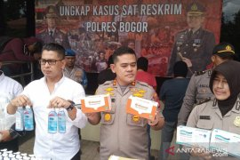 Polres Bogor ungkap tempat pembuatan masker ilegal di Pakansari