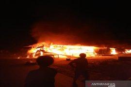 """Jual """"bensin ketengan"""", wanita paruh baya ini harus kehilangan rumah akibat kebakaran"""