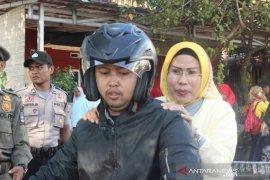 Tak mau kecewakan warga, Bupati Serang naik motor terobos macet