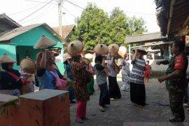 Siap sambut Kementan, Kades Ketos dan Babinsa latih KWT di Serang