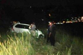 Mobil terbalik saat melintas di jalan kuburan, satu tewas