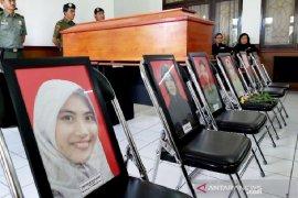 Menteri LHK Siti Nurbaya lepas jenazah stafnya di Palangka Raya