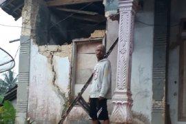 Sejumlah rumah di Sukabumi rusak akibat guncangan gempa bumi