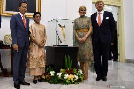 Raja dan Ratu Belanda kembalikan keris Pangeran Diponegoro pada Presiden Jokowi