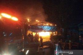 Ada bunyi ledakan sebelum api membakar kafe di Bengkulu