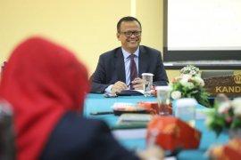Menteri Edhy ikuti sidang terbuka doktor di Unpad Bandung