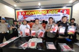 Video-Berikut 15 orang tersangka kasus narkotika yang dibekuk Polres HST