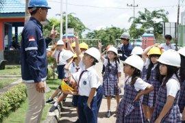 Anak SD di Kupang belajar kelistrikan