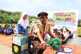 "SMP 12 Tanjabbar  kampanyekan budaya membaca dengan ""Ojeg Baca"""
