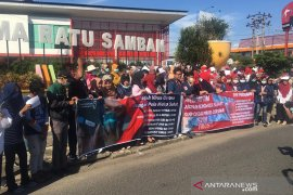 Cegah Covid-19, mahasiswa di Bengkulu bagikan masker gratis