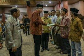 Gubernur Aceh serahkan sertifikat tanah gratis untuk keluarga miskin