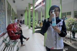 Sosialisasi pencegahan virus Corona  pada pengunjung Rumah Sakit Page 2 Small