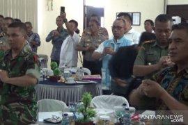 Anggota TNI-Polri di Sukabumi diberi pengetahuan cara sederhana cegah COVID-19