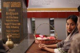 """Monolog Happy Salma dalam musikal """"Inggit Garnasih"""" digelar April"""