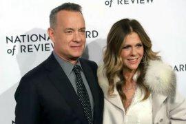 Pasangan artis Tom Hanks dan Rita Wilson isolasi diri di rumah sewaan