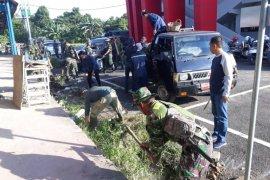 Anggota TNI/Polri Tabalong ikuti aksi bersih-bersih