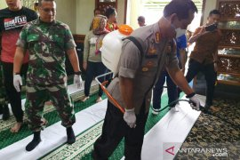 Polres Metro Bekasi Kota gelar sterilisasi di masjid Al Barkah