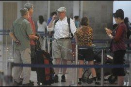 Penurunan penumpang pesawat