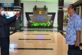 PLN UIW Aceh periksa suhu tubuh cegah Virus Corona
