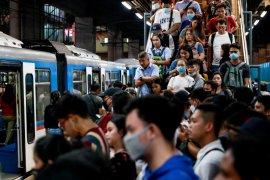 Ibu kota Filipina desak mal-mal tutup
